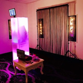 An open booth rental available from Hartistic Photobooth.